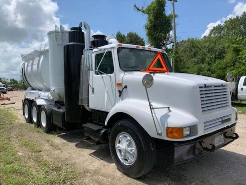 1998 International 2674 Vacuum truck View 1
