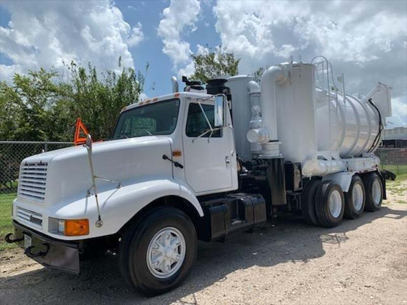 1998 International 2674 Vacuum truck View 2